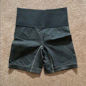 "Lulu lemon align shorts 4"""